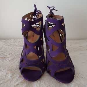 *NEW/NEVER WORN* Purple cut out heel